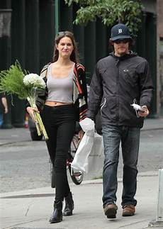 Norman Reedus Frau - norman reedus in nyc with a holding flowers lainey