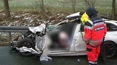 Schwerer Unfall Auf Der A2 Zwei Tote