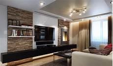 richtige höhe fernseher natursteinwand verblendsteine im wohnzimmer und schwarzer