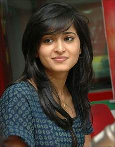 hair cut for round face indian girl wavy haircut