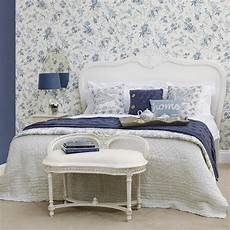 tapete blau schlafzimmer beautiful blue white bedroom wallpaper review