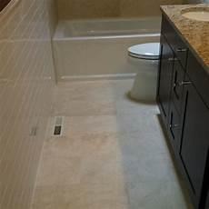 fliesen verlegen badezimmer bathroom floor tile layout in 5 easy steps diytileguy