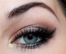 maquillage yeux gris bleus