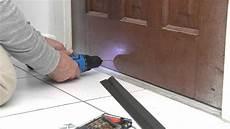 comment installer un bas de porte