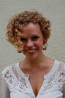 Curly Asymmetric Bob Hairstyles best bob cuts for curly hair hairstyles 2017