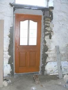 renovation porte entree pose de la porte d entr 233 e 183 r 233 novation d une grange