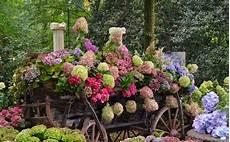 foto di giardini fioriti giardini fioriti progettazione giardini fiori in giardino