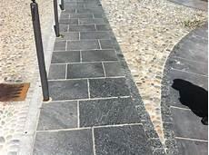 pavimento finta pietra pavimentazioni selciati strade in cubetti ciottoli e