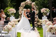 an outdoor wedding ceremony at london s hunt club wedding decor toronto rachel a clingen