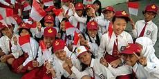 Yuk Lihat Gaya Pacaran Anak Sekolah Zaman Dahulu Jauh