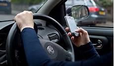 amende telephone au volant sans se faire arreter t 233 l 233 phone au volant on peut maintenant 234 tre vid 233 o verbalis 233 sans le savoir