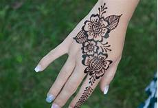 Contoh Henna Simple