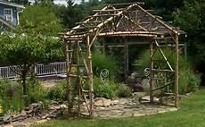 Pergola Aus Unbehauenem Holz Green Garden Inspiration