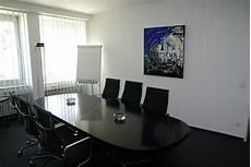 Gambar Pedalaman Bangunan Kantor Milik Kamar Ruang