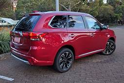 Mitsubishi Outlander PHEV Exceed 2017 Review Family Test