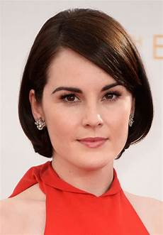 casual short hairstyle with side swept bangs for oval face