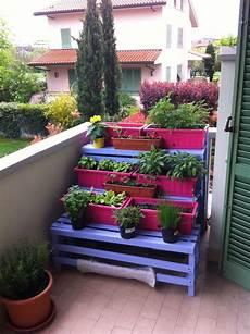 vasi da balcone realizzare un orto sul balcone con pallet riciclati