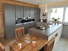moderne küche mit kochinsel pin lacoo auf kuchyne k 252 che mit kochinsel kochinsel