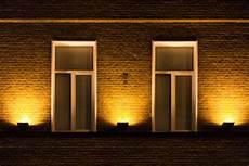 spot eclairage facade eclairage fa 231 ade jardin maison