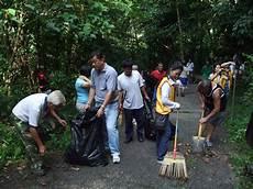Program Gotong Royong Menanam Pokok Di Kawasan Mendaki