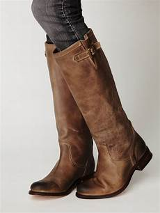 boots leather buckle and distressed leather on