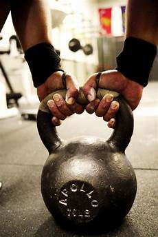 swing crossfit 4 common kettlebell swing errors made by crossfitters