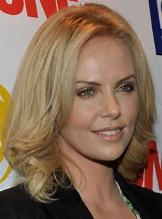 charlize theron s shoulder length bob hairstyle