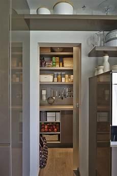 küche mit versteckter speisekammer die 25 besten ideen zu speisekammer auf