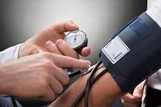 stiftung warentest blutdruckmessgeräte blutdruckmessger 228 t test die 10 besten blutdruckmessger 228 te