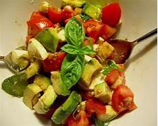 Rezept Mit Avocado - avocado tomaten mozzarella salat mrsjenny