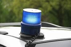 was darf ich auf meinem grundstück bauen darf ich eine sirene mit blaulicht auf mein auto bauen