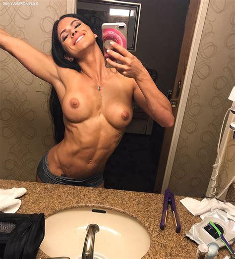 Fit Nude Selfie