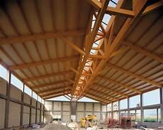 capannoni in legno lamellare coperture in legno lamellare versatili ed ecologiche