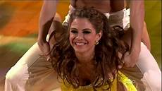 more pics of maria menounos long wavy cut 4 of 10 dancing with the stars lookbook stylebistro