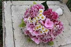 Brautstrauß Mit Hortensien - brautstrau 223 romantisch nelken kamille hortensie