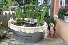 Ein Gartenteich In Einer Blechwanne
