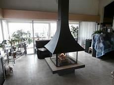 cheminée centrale foyer ouvert cheminee centrale suspendue foyer ferme