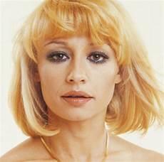carré blond rafaella carra