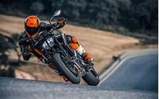 2018 Ktm 790 Duke Look 15 Fast Facts