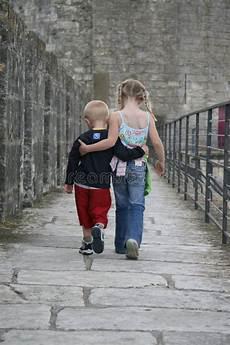 Ausmalbilder Bruder Und Schwester Bruder U Schwester Stockbild Bild Lieben Umarmung