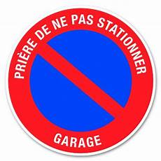 Panneau D Interdiction De Stationner Devant Un Garage