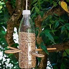 mangeoire oiseau bouteille en plastique creer avec des