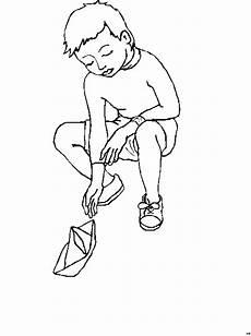 Malvorlagen Kinder 4 Jahre Jung Junge Mit Papierboot Ausmalbild Malvorlage Kinder