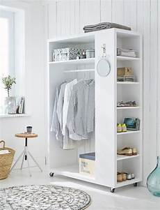 wandregal für schlafzimmer die besten 25 garderobe holz ideen auf