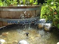 miniteich mit wasserspiel wasserspiel und seerosen water plant