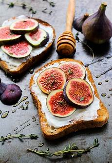 Rezepte Mit Feigen - honey thyme ricotta with fig toast a saucy kitchen