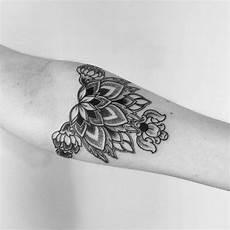 tatouage interieur bras femme 74093 mod 232 le tatouage pour l avant bras en 40 photos tr 232 s originales moon tattoos tatouage modele