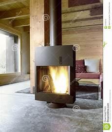moderner ofen im wohnzimmer stockfoto bild von fu 223 boden