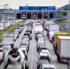 Stau Nach Schwerem Unfall Auf Der A7 Richtung Norden Welt