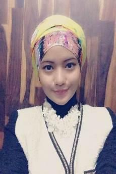 Menggabungkan Gaya Jilbab Girly Dan Boyish